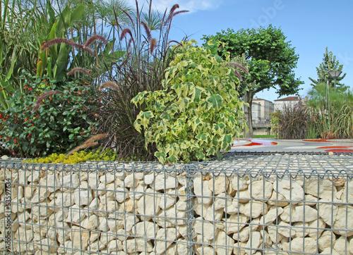 Mur de soutien en pierre avec armature en grillage photo for Mur cailloux grillage