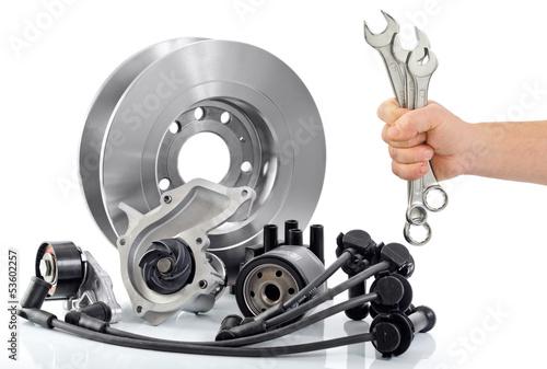 Autoteile mit Werkzeug