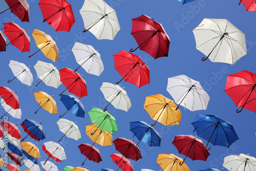 Renkli Uçan Şemsiyeler - 53613062