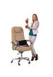 девушка с деньгами и кокосами в руках, офис