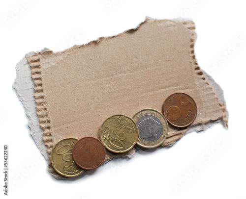 carton et pièces de monnaies