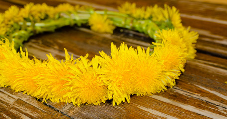 Floral garland made of yellow flowers