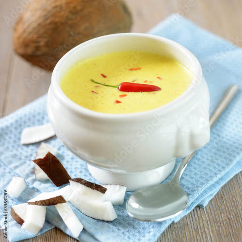 Scharfe Kokos-Curry-Suppe
