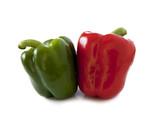 poivrons rouge et vert sur fond blanc