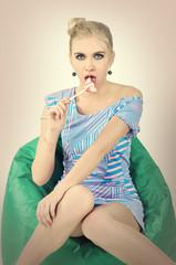 девушка с конфетой, фэшн