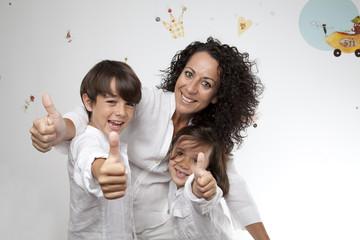Familia con gesto OK 3