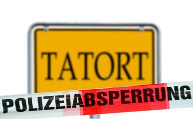 Polizeiabsperrung und Schild - Tatort