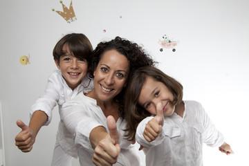 Familia con gesto OK 5