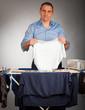 mann mit wäsche stolz 4
