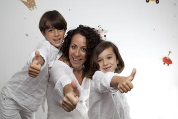 Familia con gesto OK 7