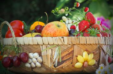 Sommerlicher Obstkorb