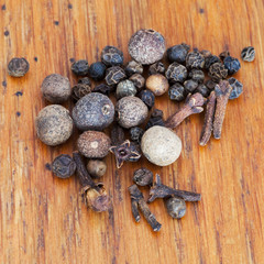 black peppers, allspices and cloves spicies