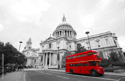 Foto op Canvas Londen rode bus London Routemaster Bus, St Paul's Cathedral