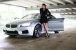 Frau mit Auto