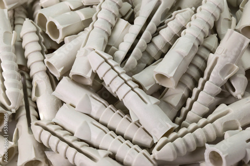 many plastic straddling dowel for fixin screw in wall