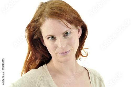 Junge rothaarige Frau im Portrait