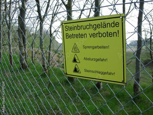 Warnschild Steinbruchgelände