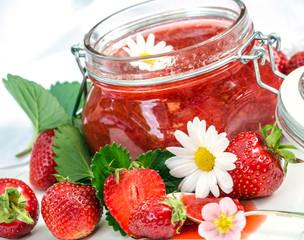 Sehr lecker: frisch gekochte Erdbeermarmelade
