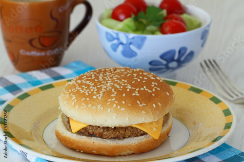 Cheeseburger with green salad and coffee