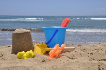 Spielzeug an einem Strand