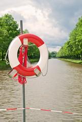 Rettungsring an Binnengewässer