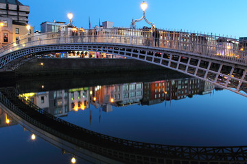 Ha'penny bridge , Dublin