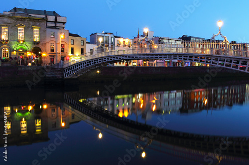 Poster Ha'penny bridge at night in Dublin