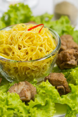 noodles pork with  lettuce