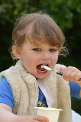 manger son yaourt