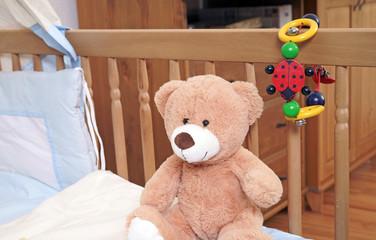 Babybettchen mit Teddy