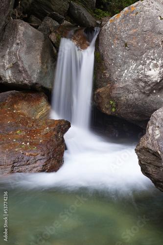 Fototapeten,wasserfall,berg,einige,moos
