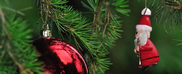 Bannière sur le thème de Noël, un père Noël et une boule rouge