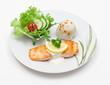 Lachsfilet mit Reis und Salat