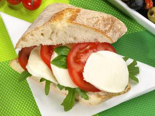 Chiabatta mit Tomate und Mozzarella