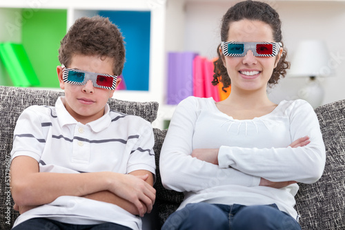 kids watching  the 3D movie