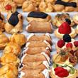 cannoli, profiteroles und mini-tartes