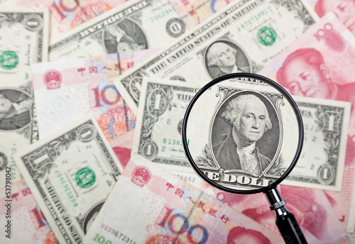 Focusing on US dollar note against US and Chinese currencies