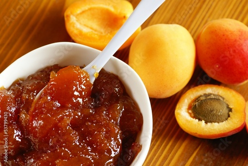 Bowl with apricot jam and apricots.