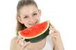 Freundliche Jugendliche isst Wassermelone