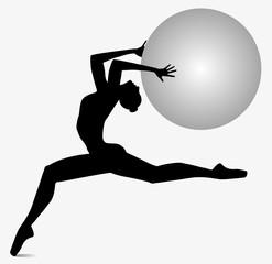 silhouette di ballerina che danza con sfera tra le mani