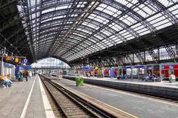 Estación de ferrocarril de Colonia, estaciones europeas