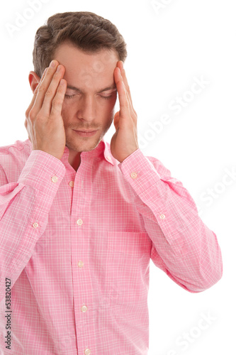 Burnout - junger Mann isoliert hat Migräne oder Kopfschmerzen