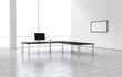 Raum mit Tisch und Computer für Unternehmen hell modern groß