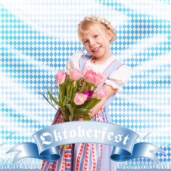 junges Mädchen im Dirndl mit Blumenstrauss vor Rautenhintergrund