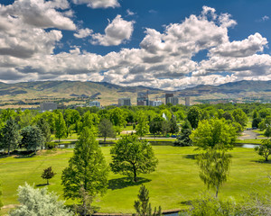 City park in Boise Idaho with the city and mountains