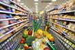 canvas print picture - Einkaufswagen mit Lebensmitteln  im Supermarkt