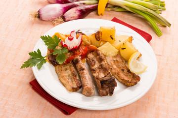 Grigliata di carne con verdure