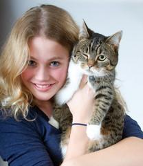 Mädchen mit witziger Katze