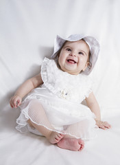 oturan kız bebek