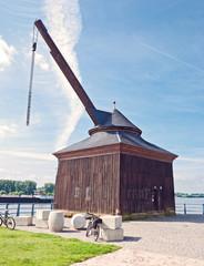 Oestricher Kran am Rhein